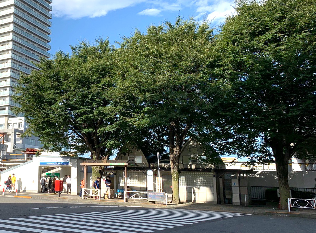 アィ〜ンと、故 志村けんさんの銅像が完成。 東村山市で除幕式が開催。